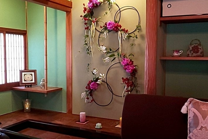 和室の静かな空間です。女子会、家族の誕生日会、お茶会や、勉強会、研修会等にご利用下さい! の写真