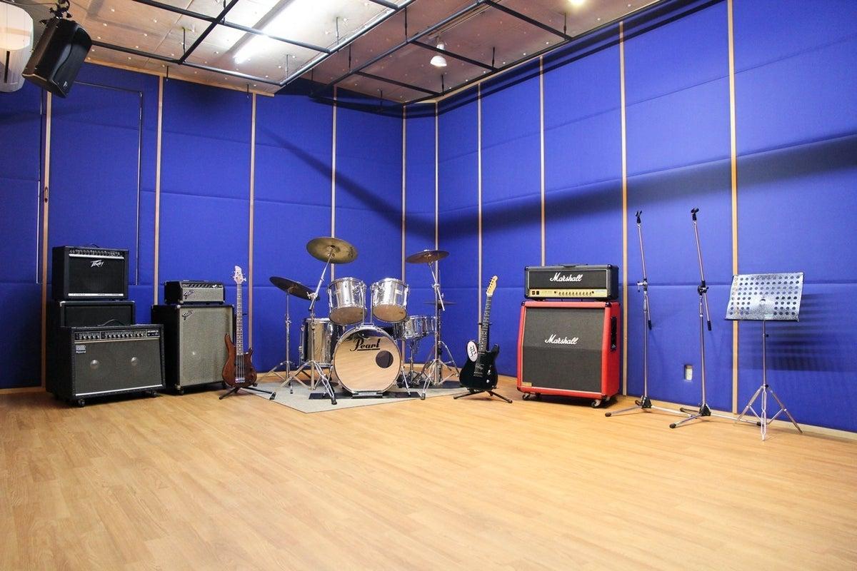 【広々レンタルスタジオ】吸音性の高いスタジオでリハーサル、練習、さらにレコーディングも可能です! の写真