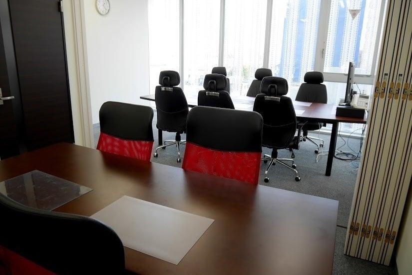 吉祥寺駅から4分!太陽光が降り注ぐ貸し会議室/小会議室A+B の写真