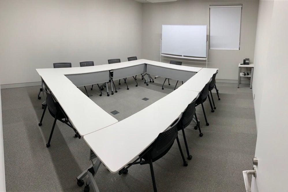 【1月5日OPEN】ルーフラッグ賃貸住宅未来展示場3Fミーティングルーム(11名) の写真