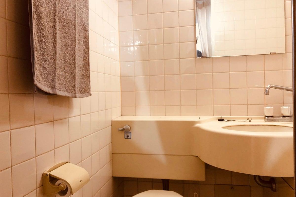 心斎橋駅2分!オトナ女性に人気のきれいな個室プライベートサロン。サロン系ビル1階。 の写真