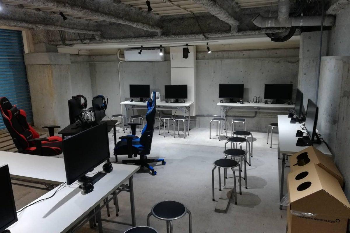 丹波橋 ゲームオフ会に最適!ゲーミングモニター10台完備 対面台もあり! の写真