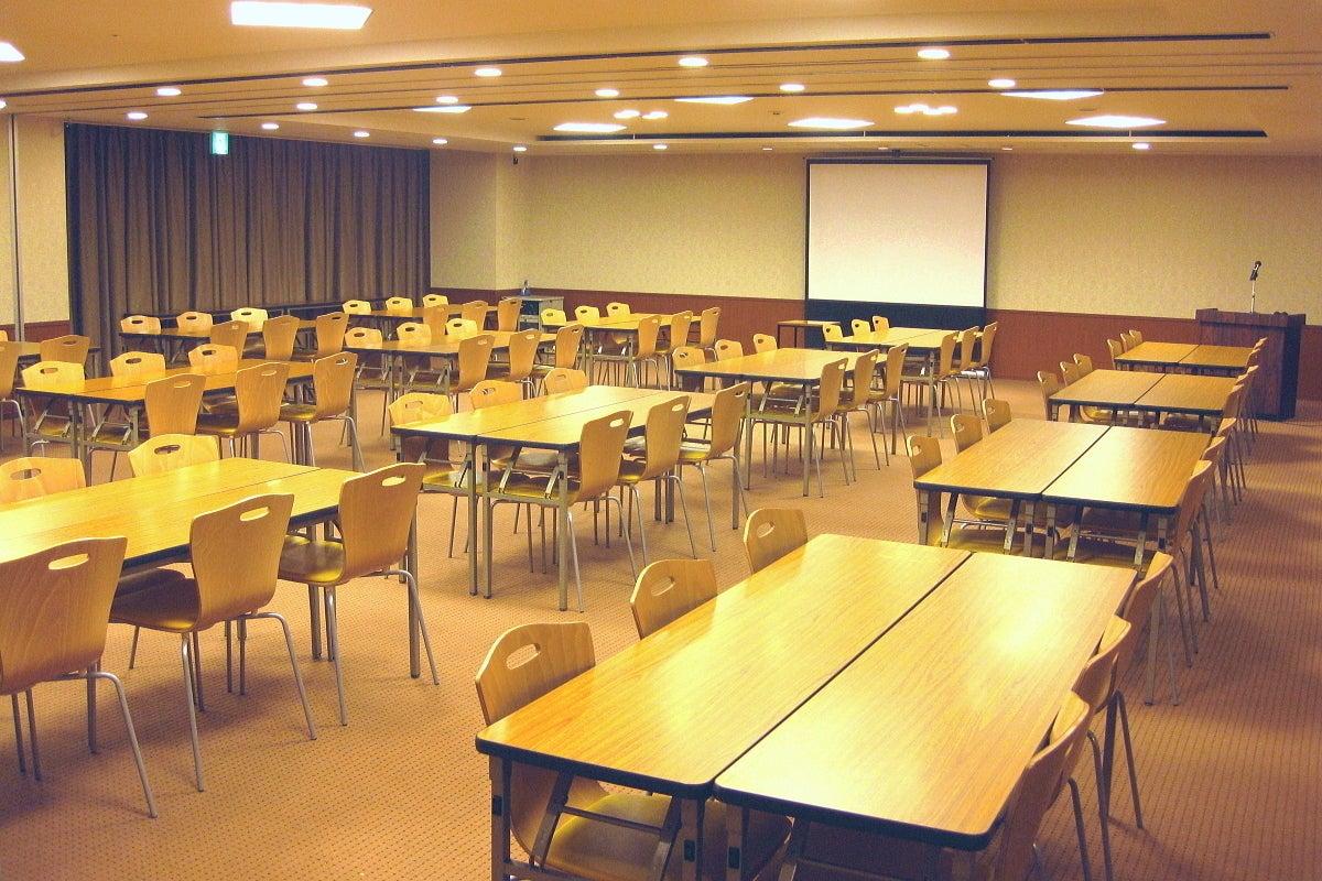ハートンホール本町 旧伊藤忠ビルB1【スカーレット1+2】 の写真