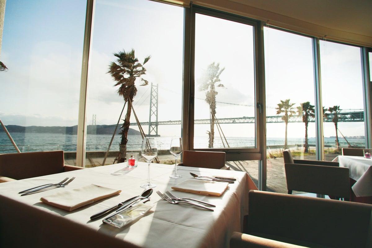 瀬戸内海と明石海峡を一望するレストラン 撮影限定貸出 の写真