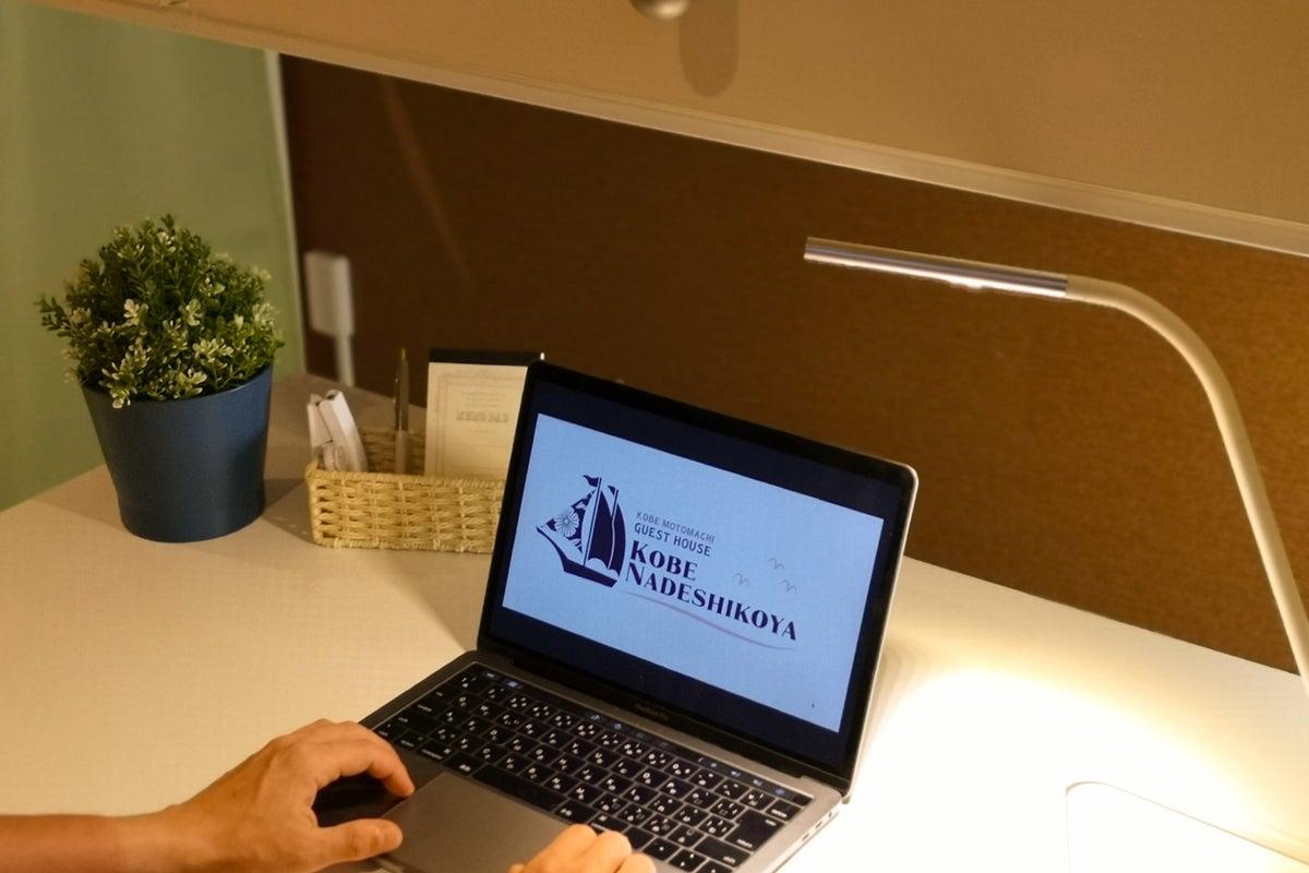 #02【WEB面接・商談利用に◎】デスク&椅子付きの個室コワーキングスペース/Wi-Fiあり/JR元町駅徒歩約3分 の写真
