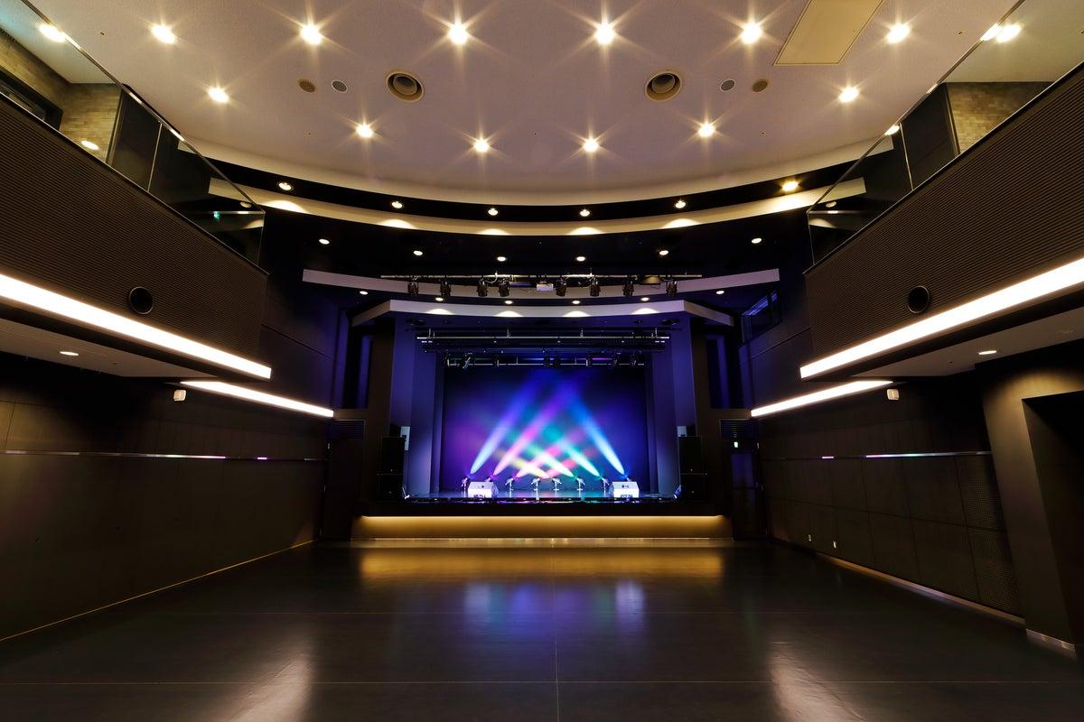 【最寄り駅徒歩1分】ダンス・音楽イベントから講演会まで!用途多様な多目的ホールです。 の写真