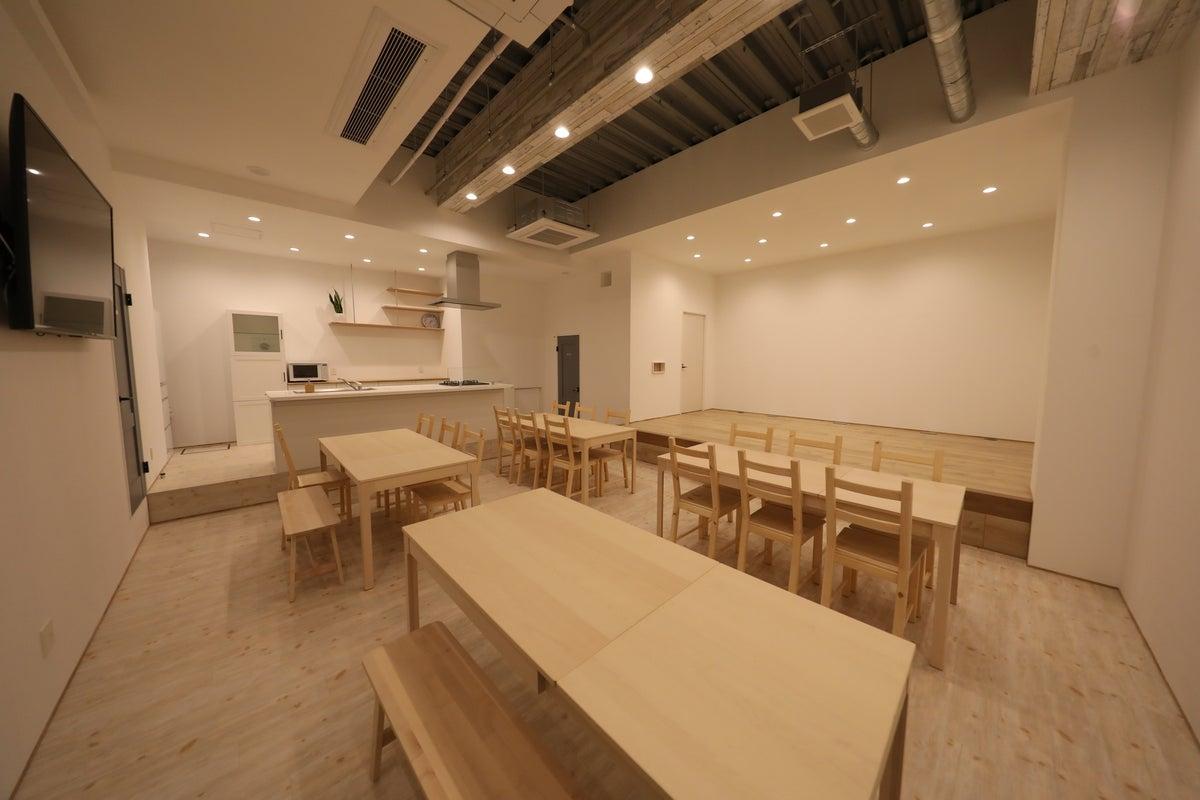 大型アイランドキッチン ステージ 楽屋 控室 舞台 天井高4.5m 撮影や配信に最適(現在人数の制限をさせていただいております) の写真
