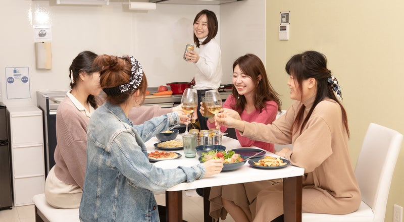 【掃除、ゴミ持ち帰不要】岐阜羽島駅徒歩3分 キッチン付き貸切個室40㎡1LDK カップル、女子会、ママ会、誕生会、料理教室など