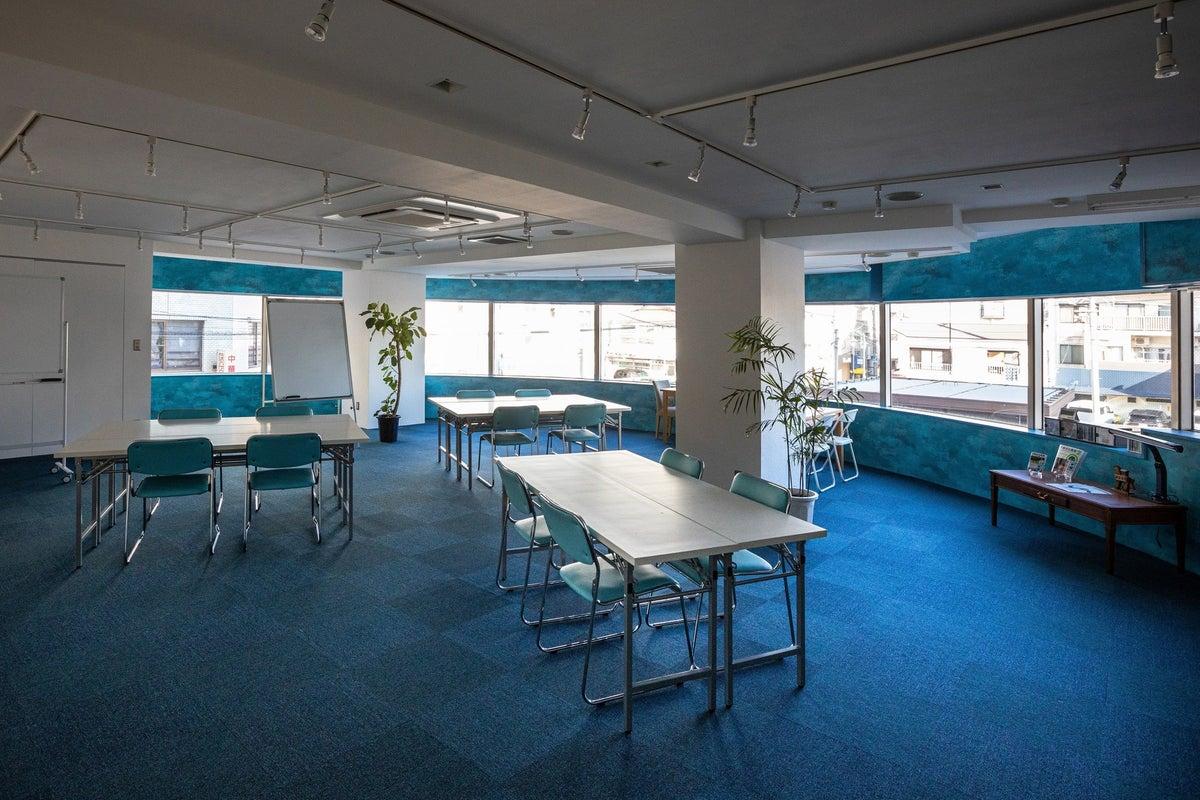ワークショップやミーティング、コワーキングに使える明るく開放的なレンタルスペース の写真