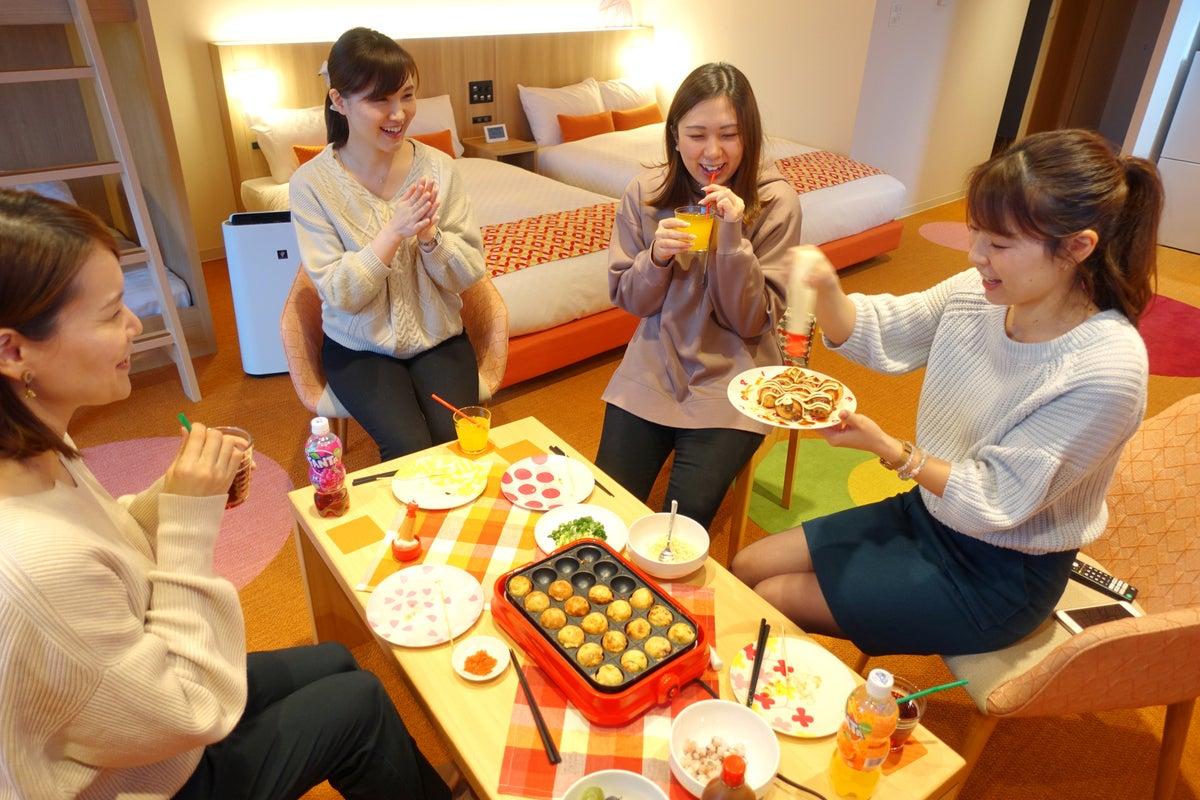 【RESI STAY 西陣】イズミヤ目の前👀キッチン付き🎵広いお部屋で女子会💖ママ会👶などのご利用に! の写真