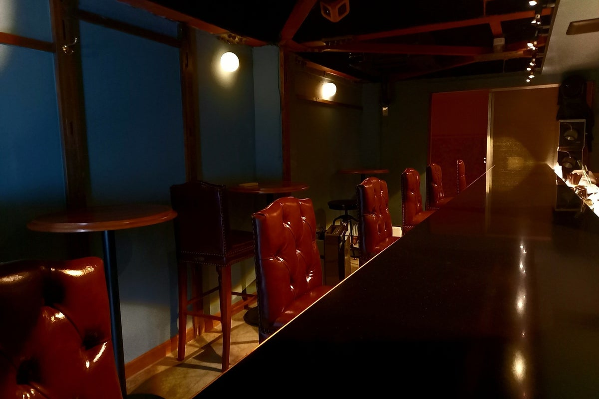 【中目黒駅から徒歩10分】隠れ家感のあるカウンターバー!映える空間!女子会・誕生会・商談・ワークショップ・リモートワークに! の写真