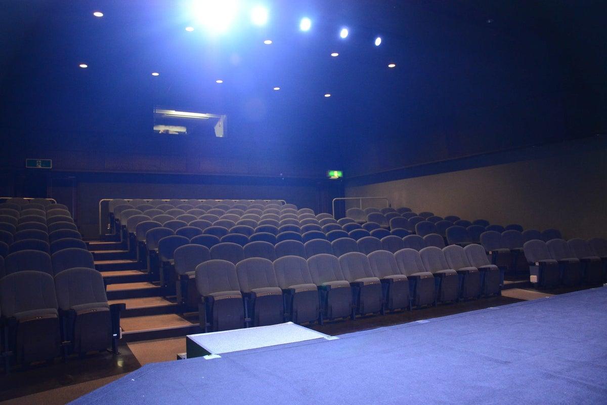 【所沢YTJホール】150名収容・所沢駅直結!音響・照明・映像設備完備のイベントスペース の写真