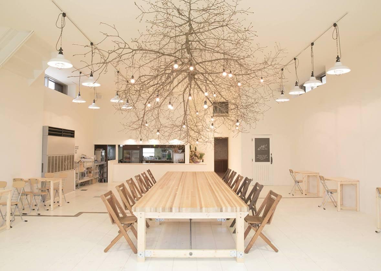 【石川・金沢】白が基調の広々とした空間。カフェ&レンタルスペースCHiL(CHiL retalspace & cafe) の写真0