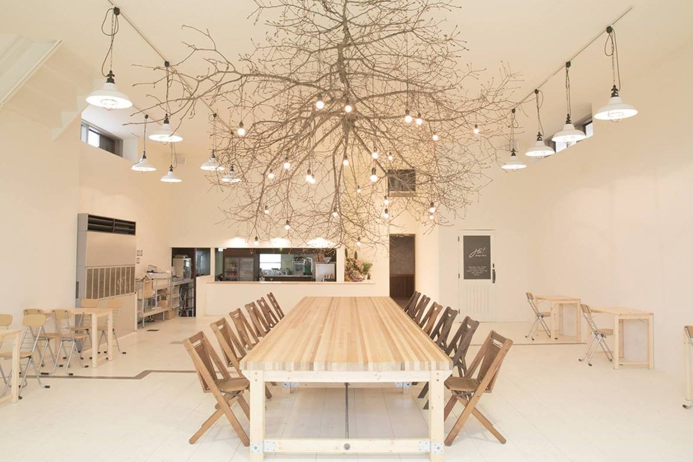 【石川・金沢】白が基調の広々とした空間。カフェ&レンタルスペースCHiL の写真