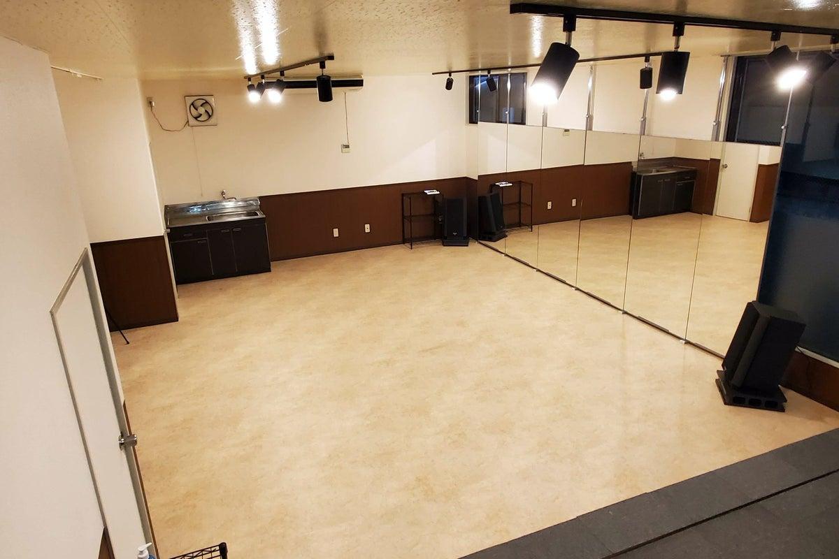 カリマ松本/ダンス・ヨガ・フィットネスなど個人・グループレッスンにも使いやすいシンプルなスタジオ の写真