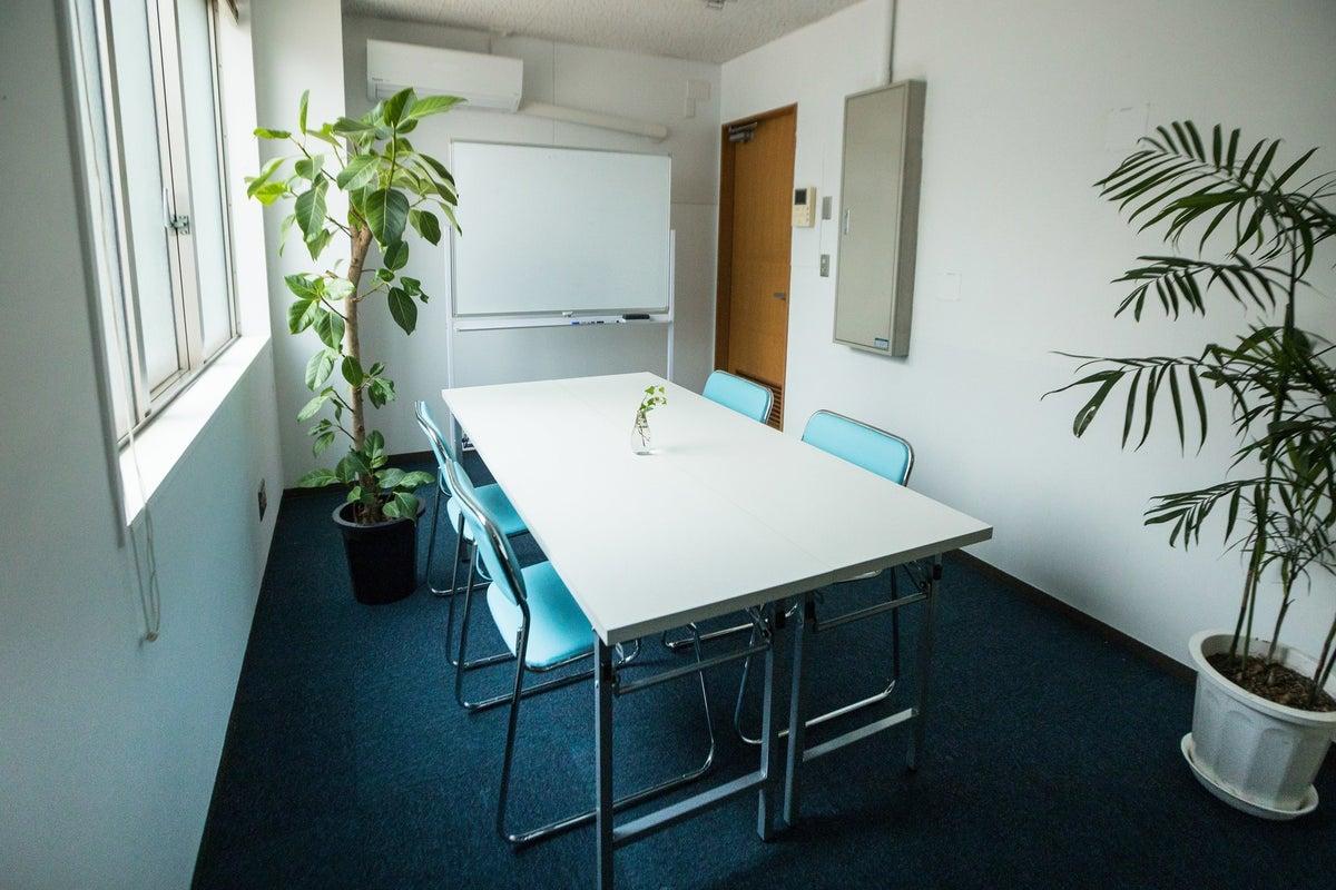 完全個室!少人数の打ち合わせや動画撮影・収録・オンライン配信のお仕事に最適なミーティングスペース の写真