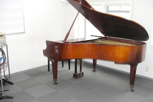 桜木町駅からすぐ!ピアノありのリハーサルスタジオで練習などはいかがでしょうか! の写真