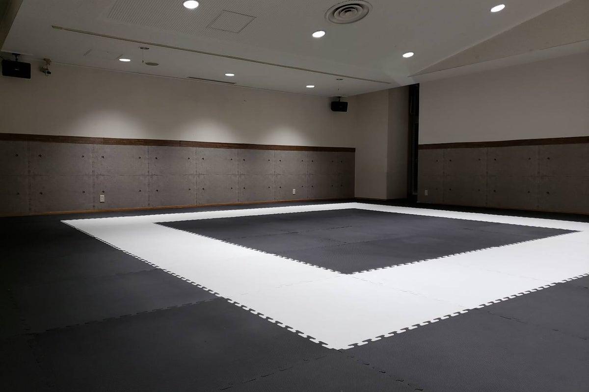 和泉和気店 Aルーム 当日予約OK!24時間利用可能! 自主練はもちろん、習い事や教室の開催にぴったりのスタジオ!! の写真