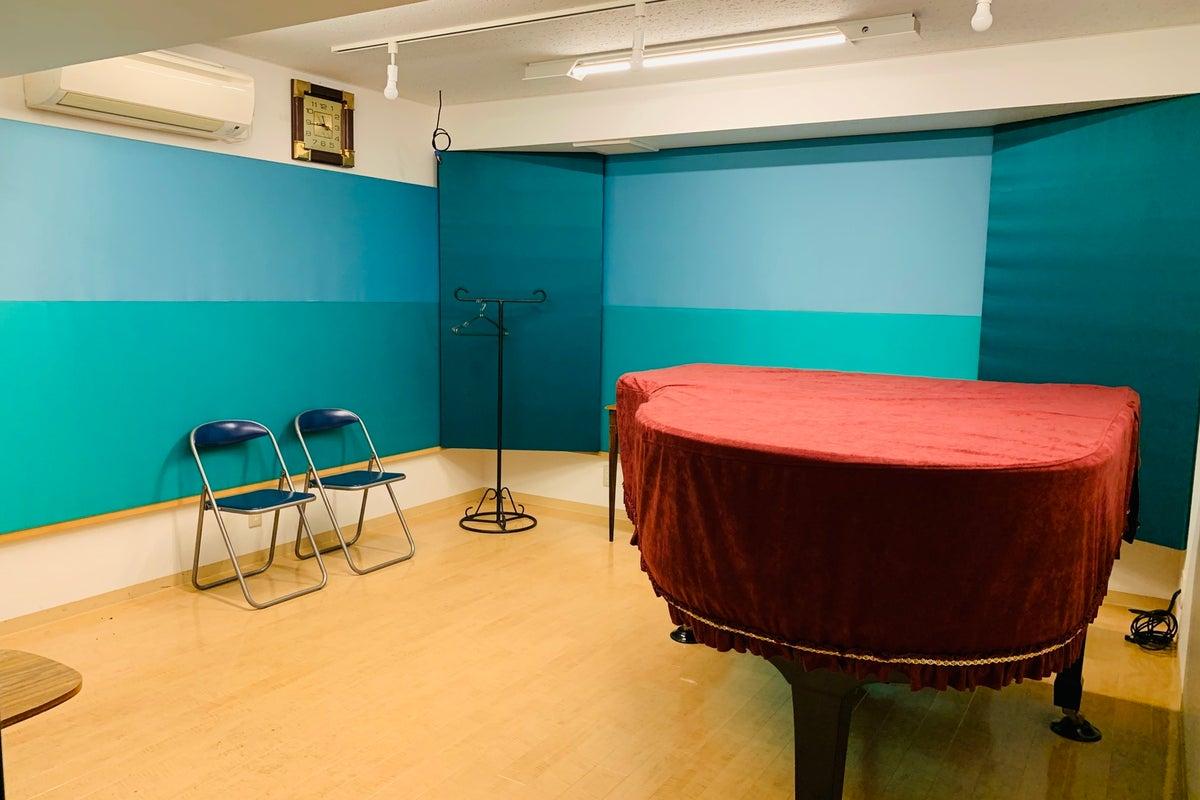 幡ケ谷駅徒歩3分。フォトジェニックなラウンジ空間と全10部屋の音楽スタジオ の写真