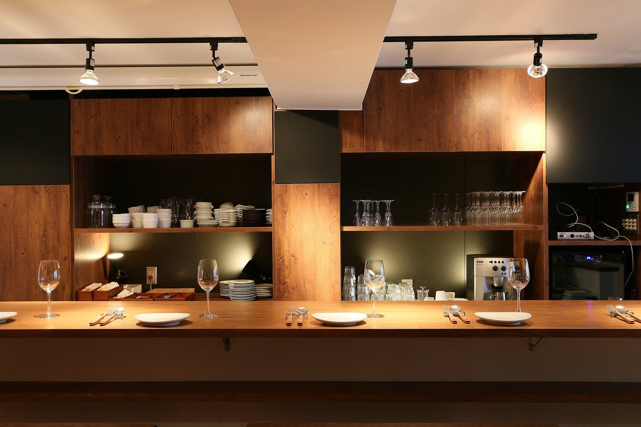 【神楽坂・飯田橋】手ぶらでOK!ビストロ風の空間とプロ仕様のキッチン 基本調味料、ラップ、リード等はご用意しております! のサムネイル