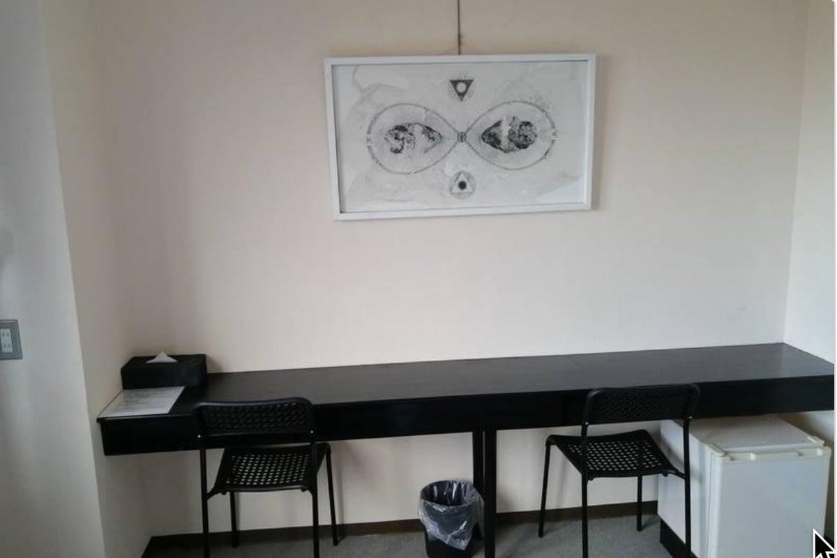 京阪三条駅・地下鉄三条京阪駅から徒歩2分!ホテルの客室貸切で高速Wi-Fi無料・Zoom会議・静かな個室~ATOホテル B室~ の写真