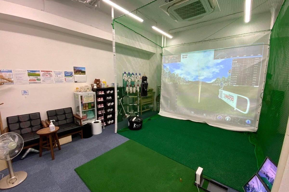 完全個室の室内ゴルフ練習場の1号室(OUT)。シミュレーターを使ったゴルフ練習・レッスン会・イベントや撮影会に! の写真