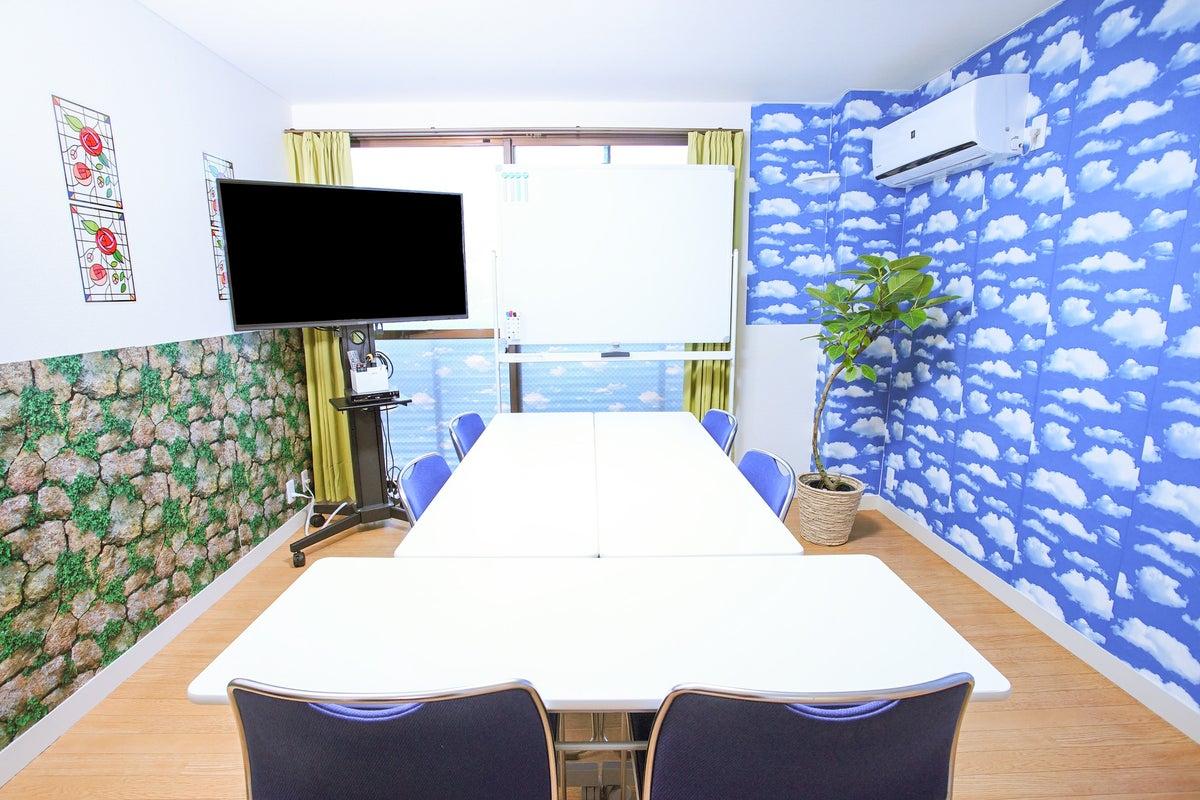 【京都駅前ステーション401】駅出口から徒歩4分のテレワーク応援スペース!爽やか空間で話合いに会議に作業などが捗る部屋 の写真