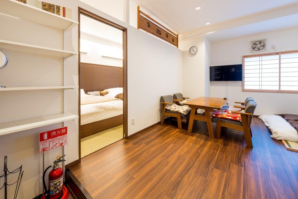 最大6人のプライベートルーム。阪急高槻市駅から徒歩5分。キッチン付き、食器、調理器具、冷蔵庫などもあります。誕生日会やママ会に の写真