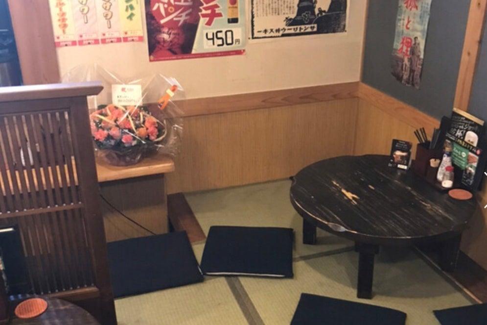 たこ焼きふわっとの客席です。畳なので、小さなお子様連れでも可能です。昭和コンセプトな店内ですので一風変わった撮影会にも。 の写真