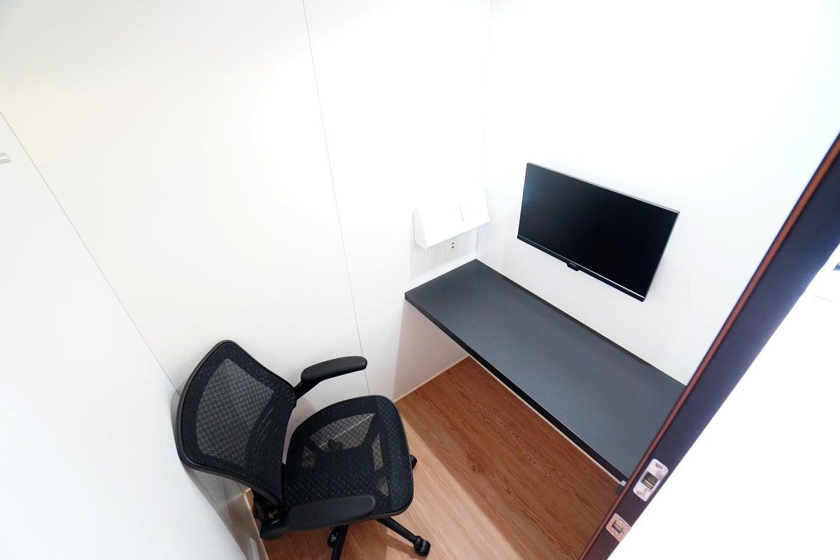 ✨高速Wi-Fi✨<MARUI TOCLUS WORK No.1 LARGE>広めブース!モニター有/テレワーク/Web会議 の写真