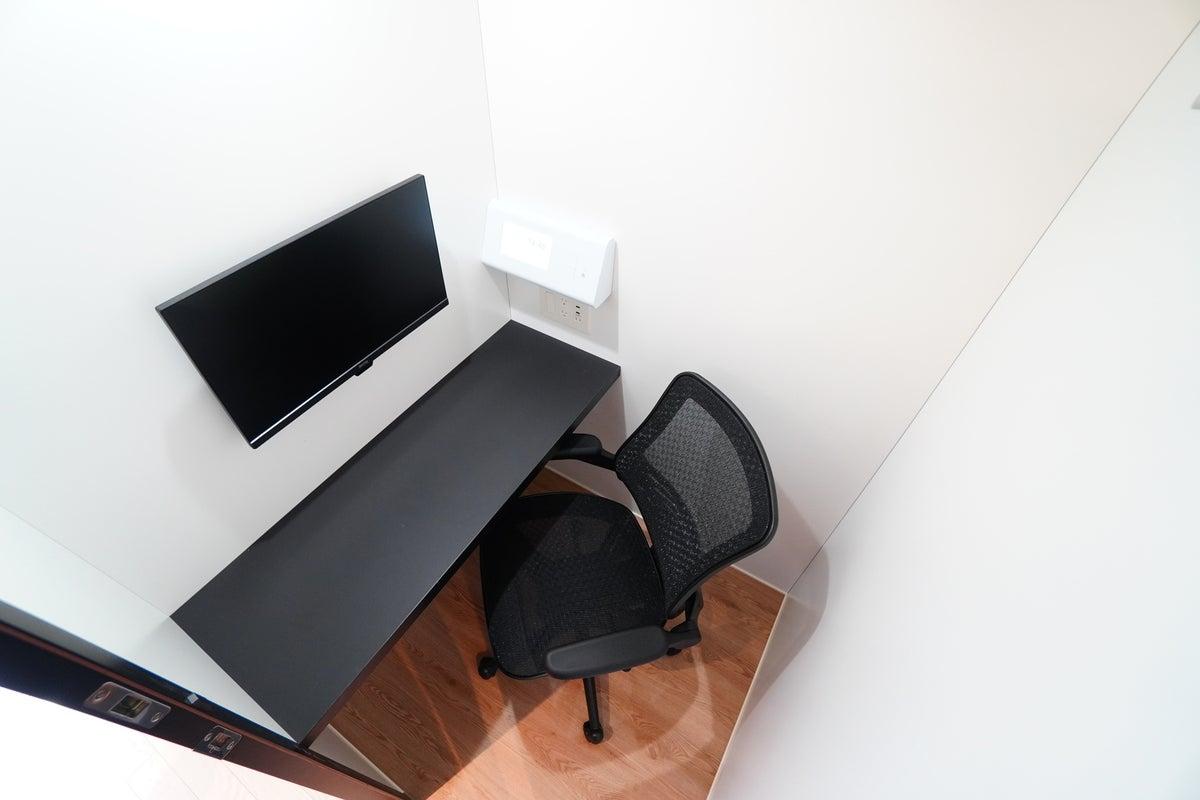 ✨高速Wi-Fi✨<MARUI TOCLUS WORK No.6 REGULAR>集中ブース!モニター有/テレワーク/Web会議 の写真