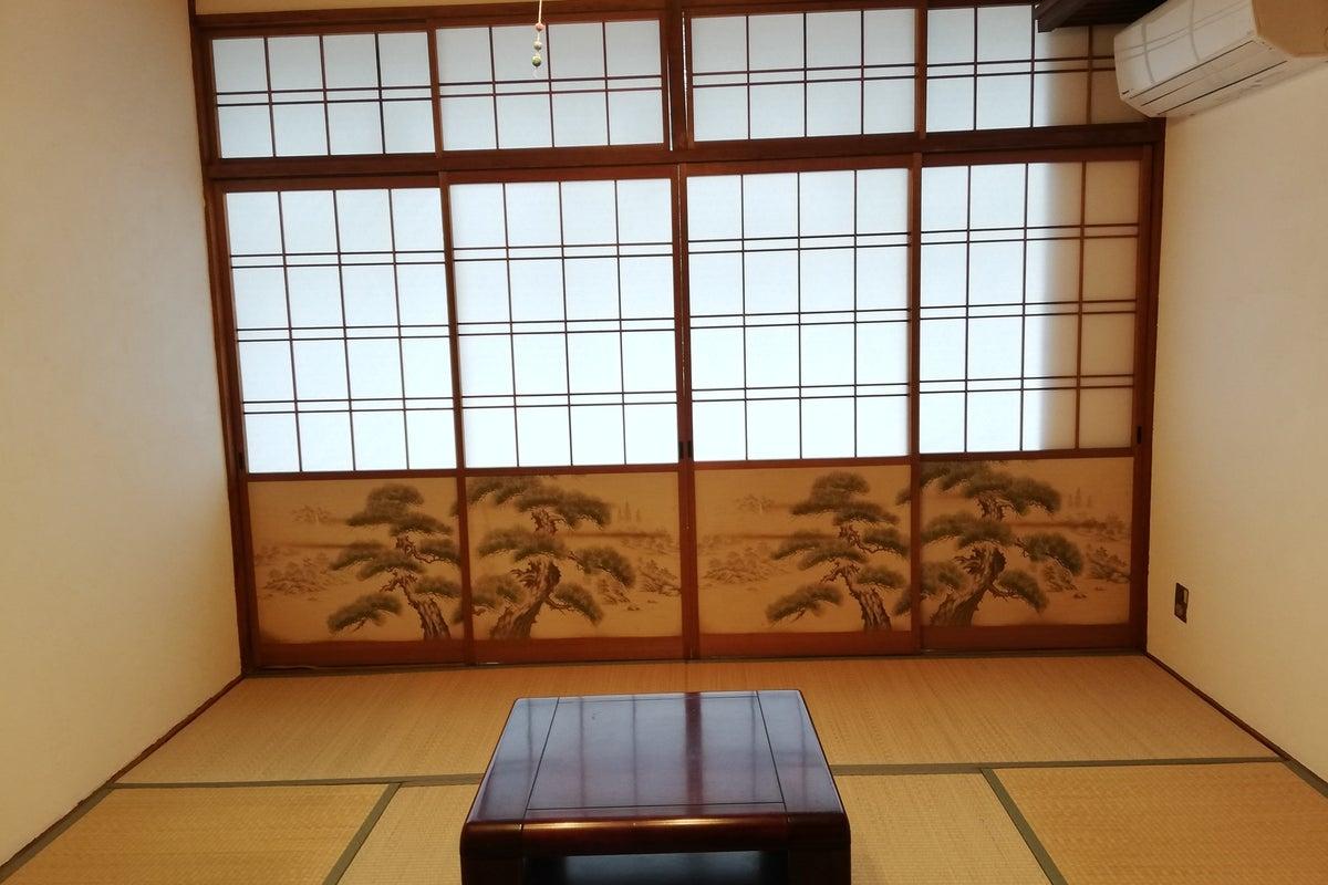 和風建築のお宿でコスプレ撮影 の写真