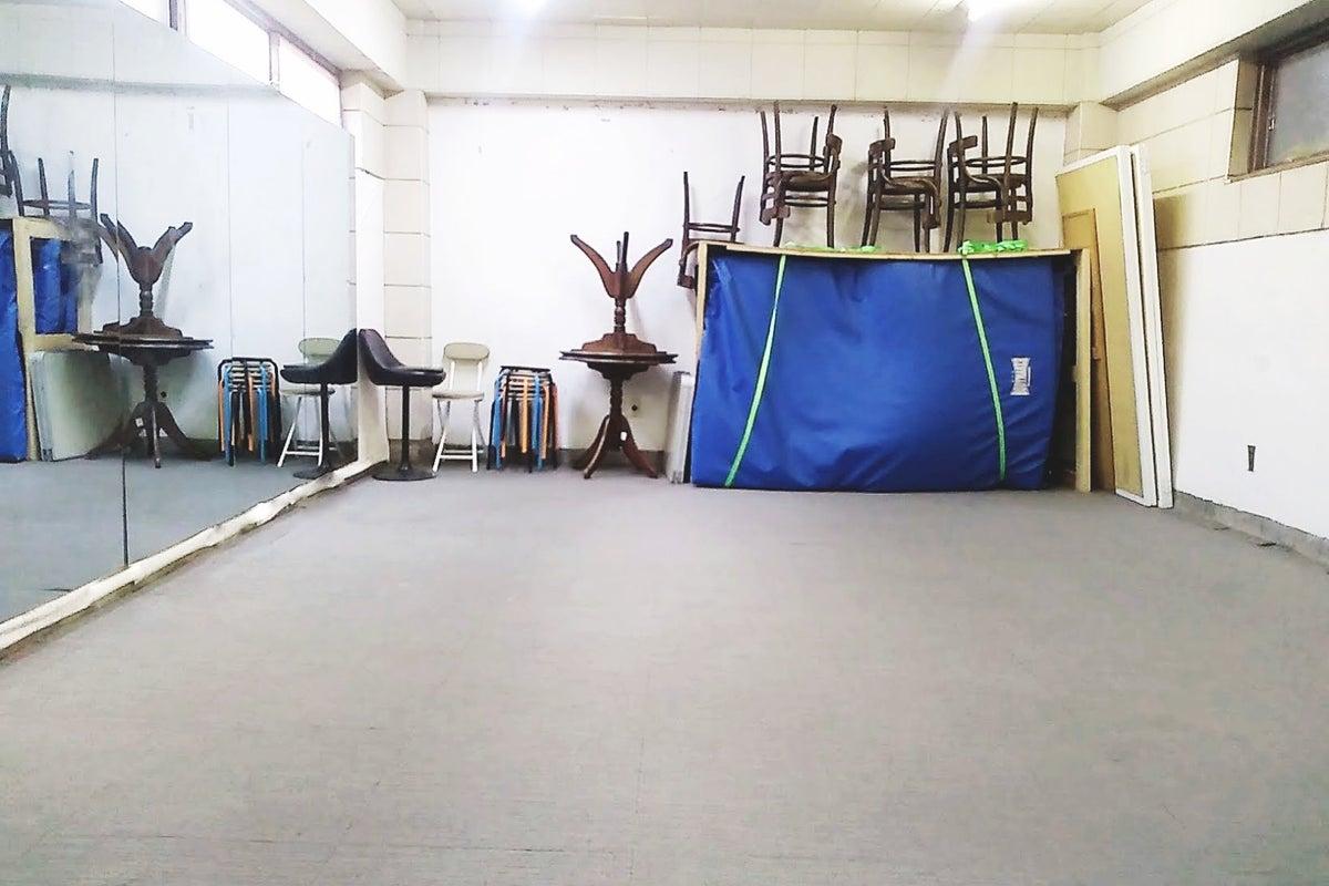 【格安・24h対応】地下にある鏡付きスペース 西荻窪、三鷹台2駅利用可能 お稽古・ダンス・格闘技など多様スタジオ の写真
