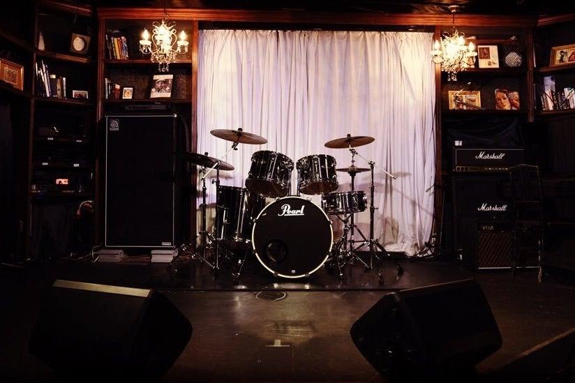 100名可能・ドラム演奏可、パーティ、イベント、セミナー、説明会。上野駅!バーカウンターあり、持ち込みライブ&イベントスペース! の写真