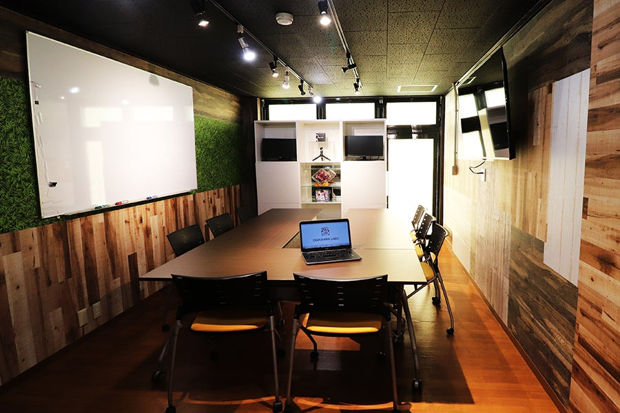 小田原駅前レンタルスペース。NURO光(超高速Wifi)大型モニター・プロジェクター完備。生産性爆上げ環境を。 の写真
