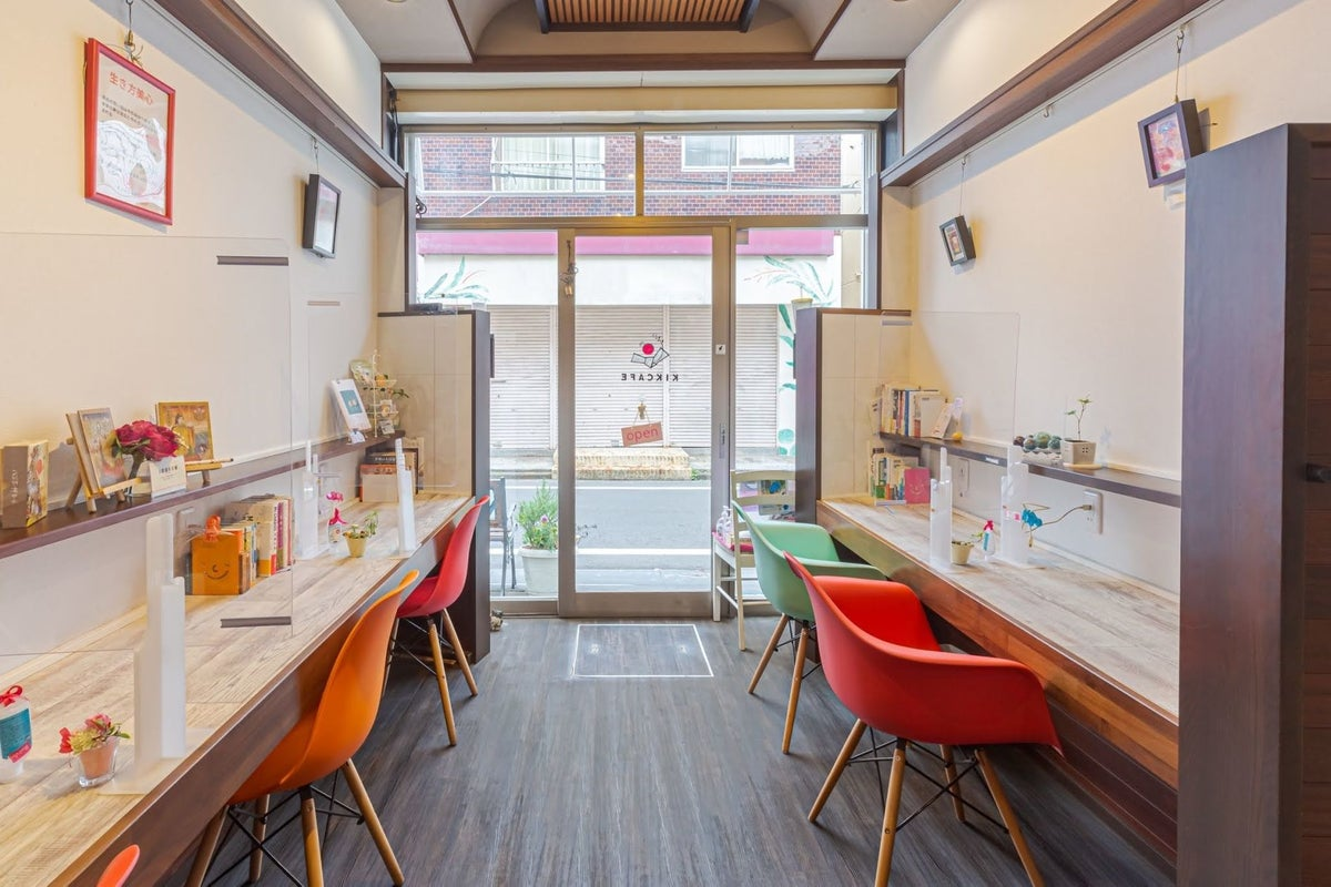 3つのスペースを楽しめるオシャレなカフェ の写真