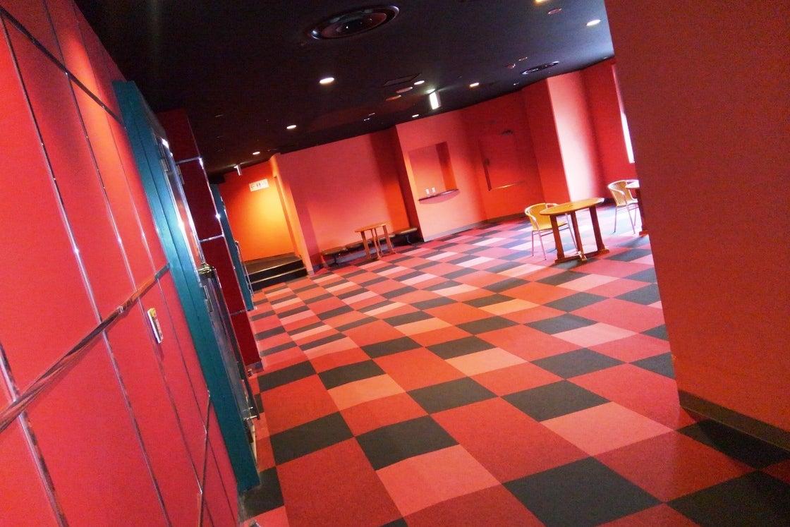 【横須賀】観光にオススメ!144名収容の海の見える映画館!/シネマ2 の写真