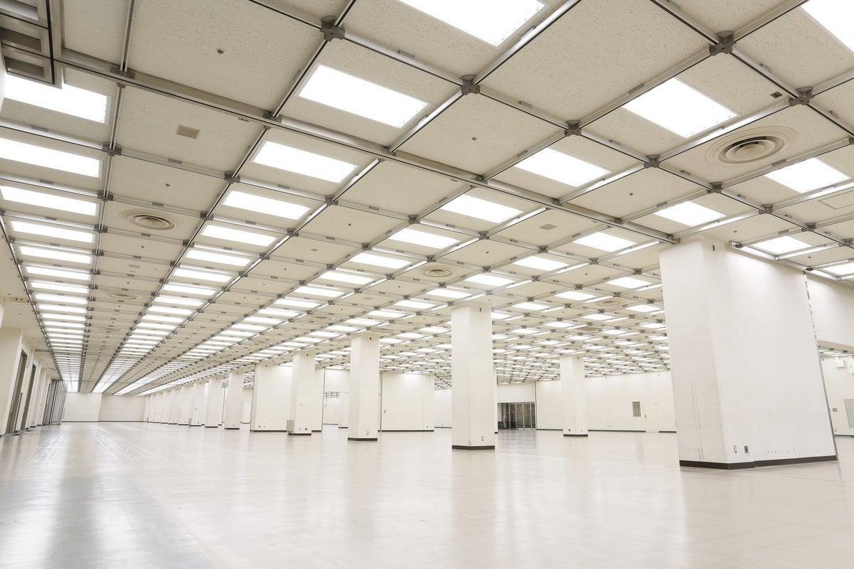 【流通センター駅徒歩1分】Aホール/1,156㎡ 1000人規模の社内行事・撮影・ゲーム大会可 WiFi完備 の写真
