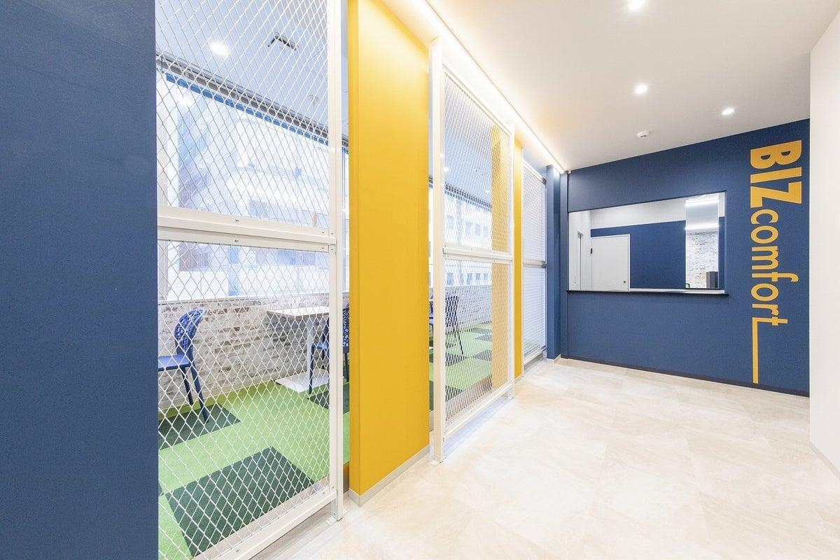 【JR新横浜駅徒歩3分】打合せやWEB会議に✨4名用会議室#完全個室 #Wi-Fi #電源 #ホワイトボード #フリードリンク の写真