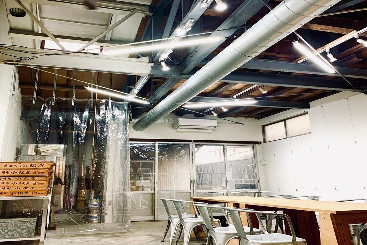 お好み焼き店の奥の元和菓子工場を再利用したワークショップレンタルスペース の写真
