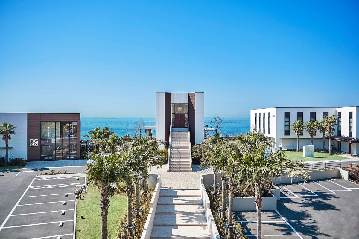 【海浜大通り】夕刻のサンセットが魅力の撮影やレセプションパーティーに適したイベントスペース(ラウレア-Laulea-) の写真