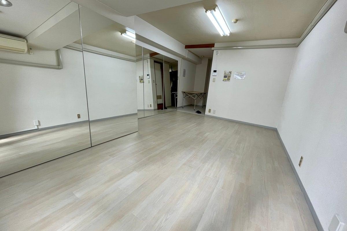 【栄駅徒歩約6分】ダンスができるレンタルスタジオ!大型鏡、フロアタイル★空いていれば当日の予約も可能! の写真