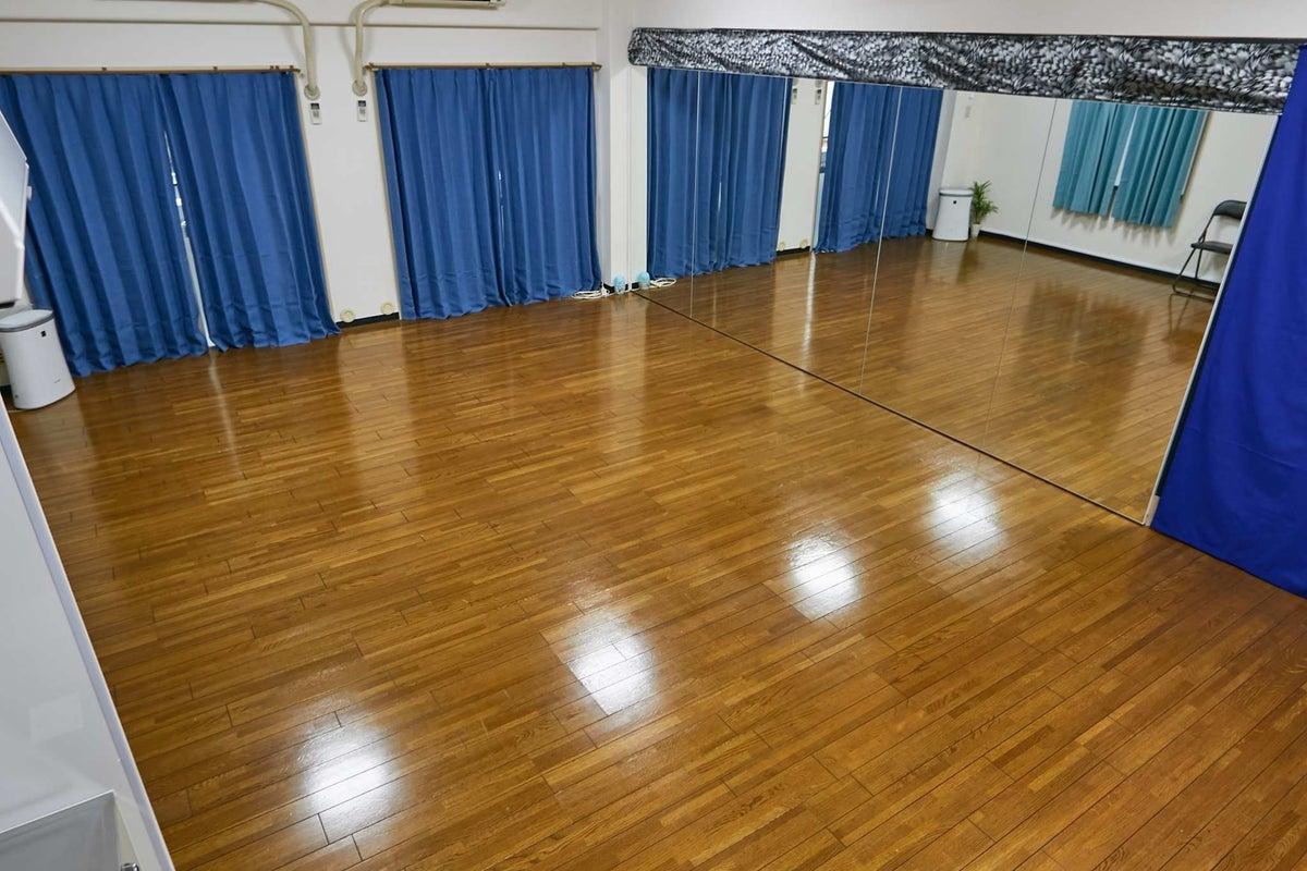 【上本町駅から徒歩3分】バレエバーのあるダンスとヨガができるスタジオ の写真