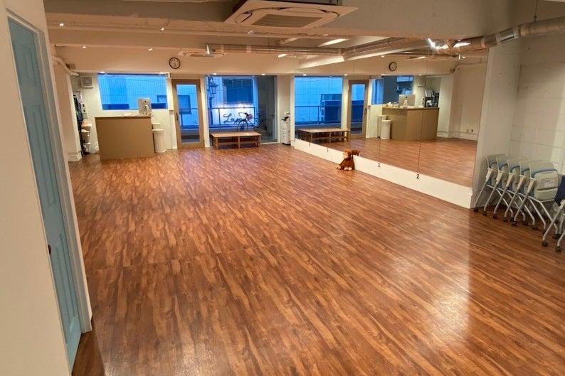 駅徒歩10秒のダンススタジオ の写真
