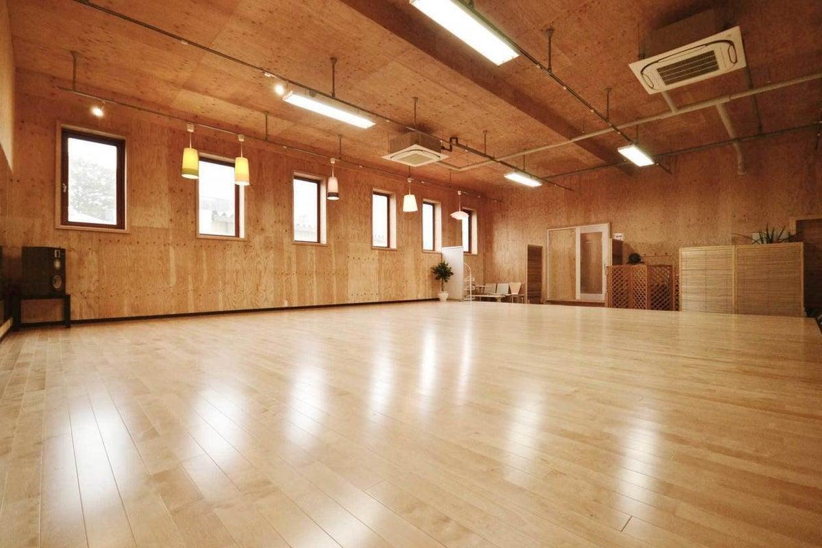 【千葉・八街市】大きなフローリングスタジオとキッチンの使える空間 の写真
