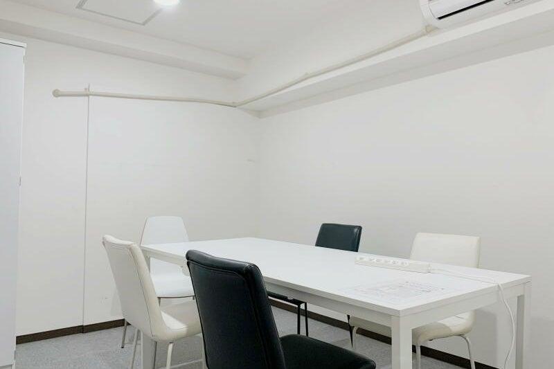 ≪大阪駅10分❕ミーティングスペースD302≫完全個室✨会議、面接、テレワークに の写真