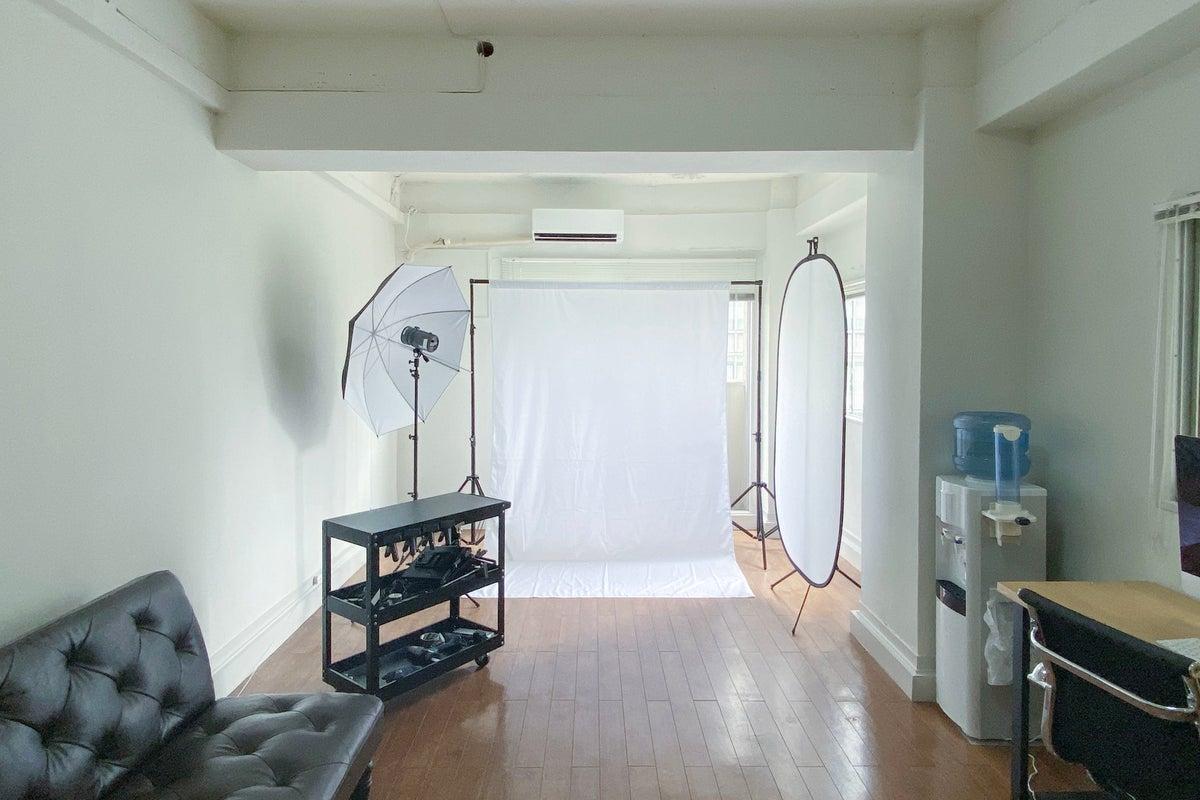 【豊富な無料撮影備品】商品撮影・youtube動画の西麻布スタジオ!空間を生かしてセミナーや会議、オンラインMTGに。 の写真