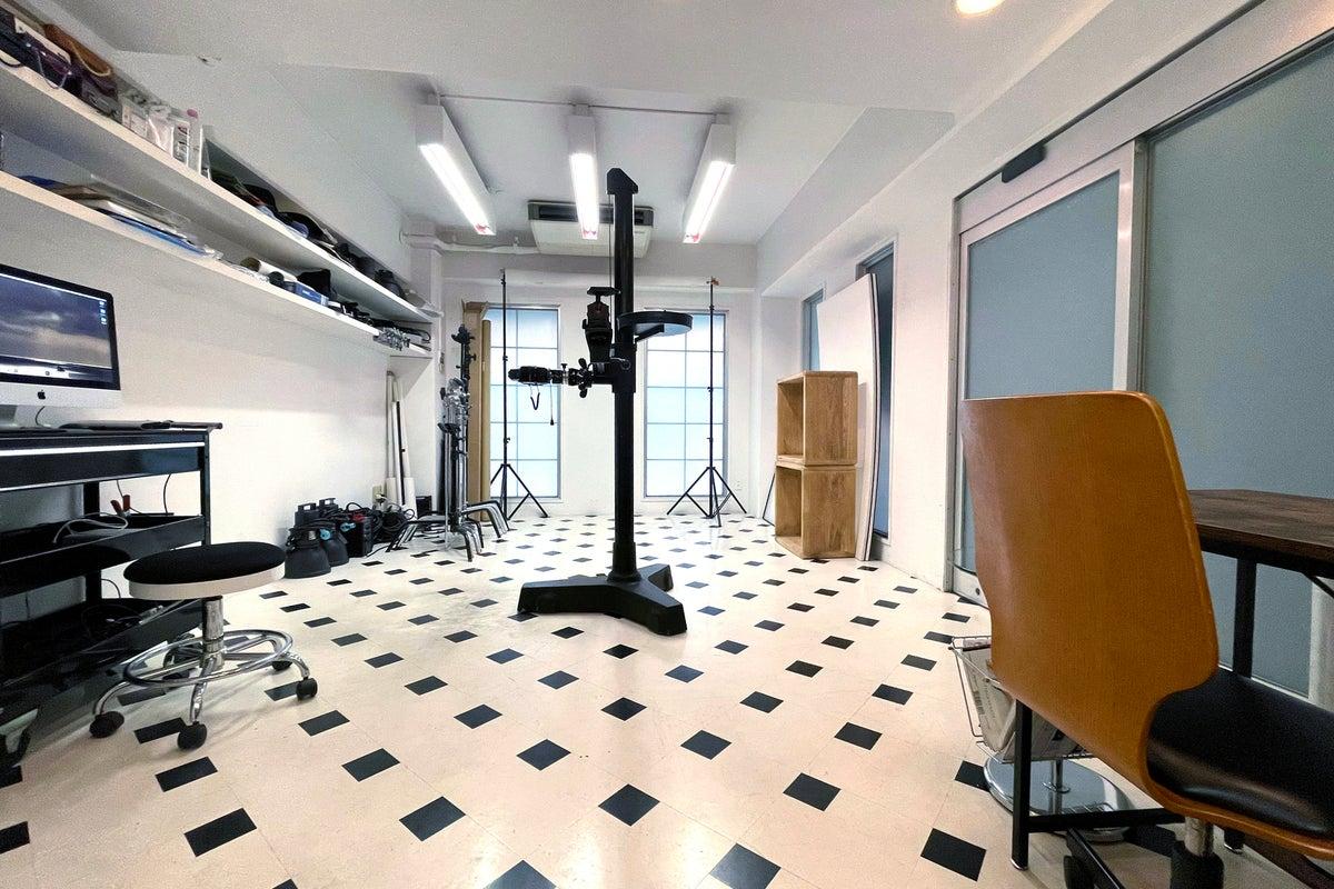 渋谷から徒歩15分、レンタルフォトスタジオ。地下にカフェスペース併設! の写真