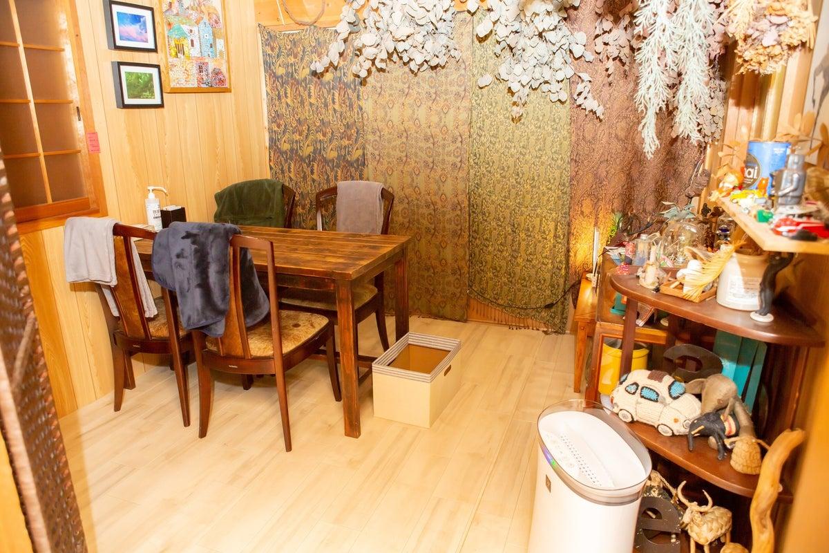 高速WIFI 個室で落ち着く空間です。会議や作業、打ち合わせなどにどうぞ。 の写真