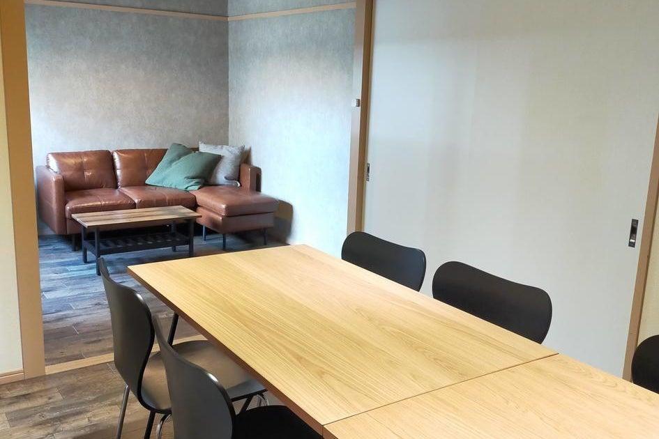 【武蔵小杉5分】2m40cmテーブル☆55インチモニター☆ホワイトボード☆ワークショップ の写真
